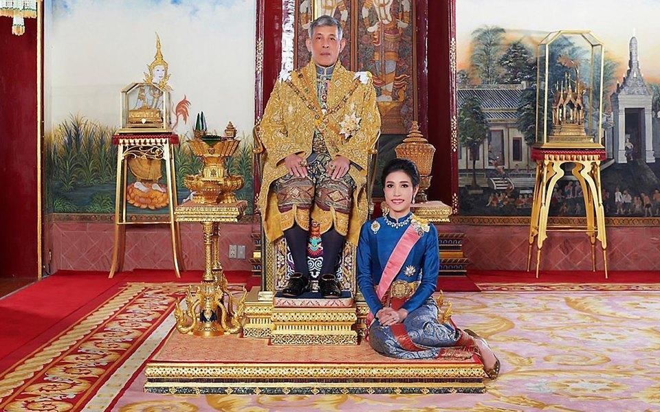 Король Таїланду позбавив офіційного титулу свою фаворитку