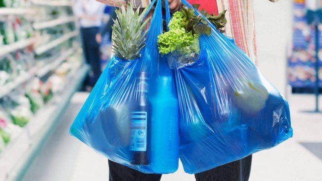 Парламент за півкроку до заборони пластикових пакетів в Україні