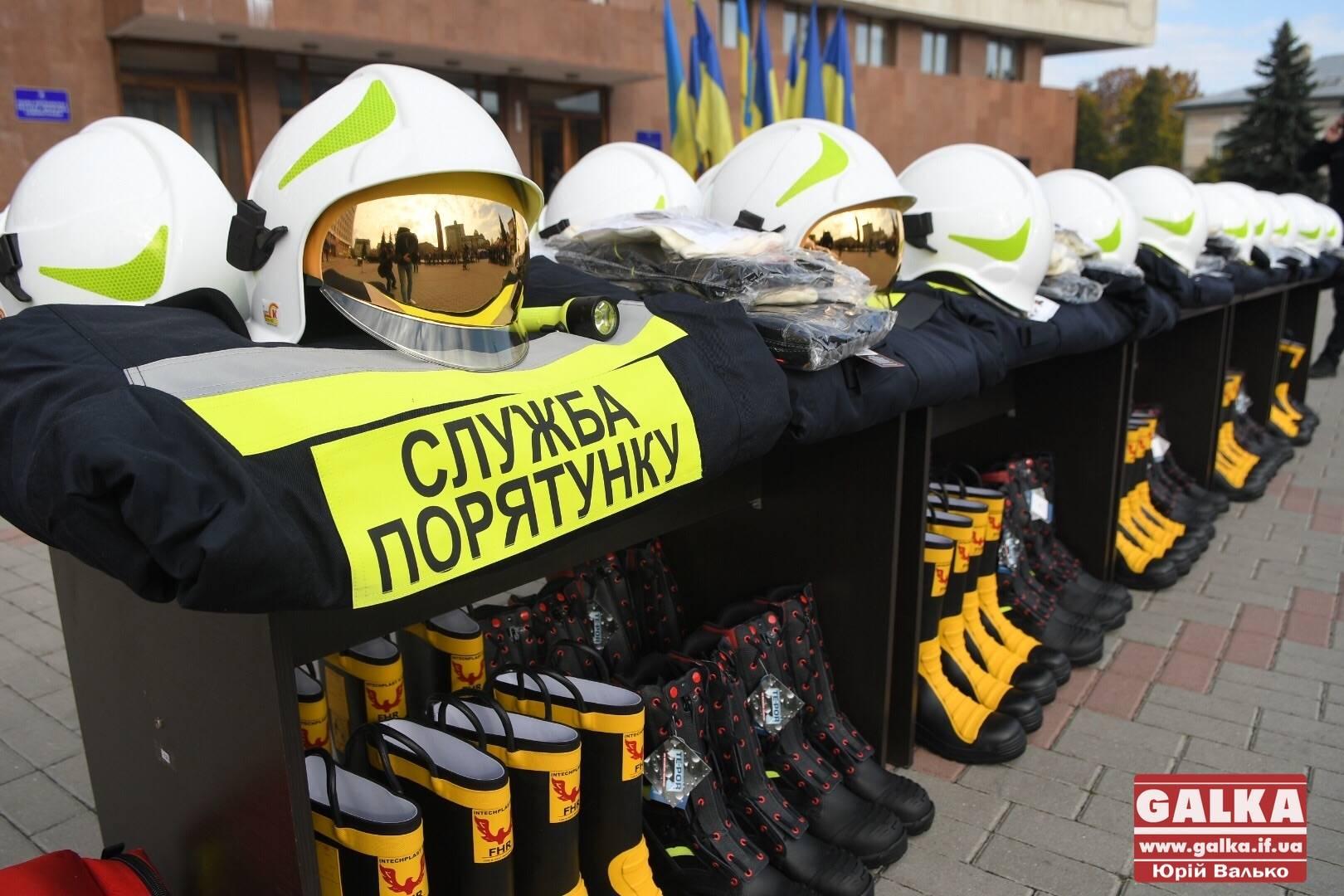 """Пожежники з прикарпатських ОТГ отримали нове """"ґрантове"""" спорядження (ФОТО)"""