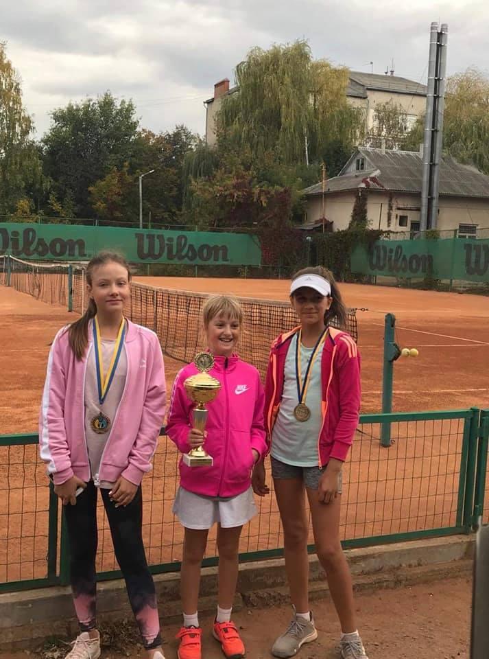 Маленькі зірки: у Франківську провели змагання з тенісу для дітей (ФОТО)