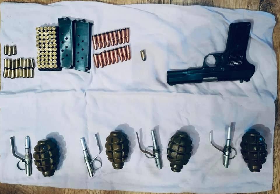 У 50-річного прикарпатця знайшли пістолет, гранати та боєприпаси (фотофакт)
