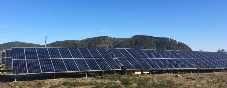 У Надвірнянському районі відкрили електростанцію з 720 сонячних панелей