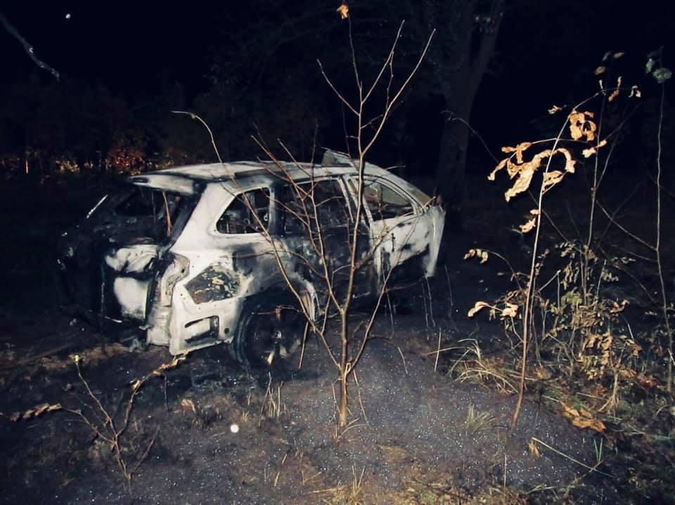 Поліціянти врятували калушанина з палаючого авто (ФОТО)