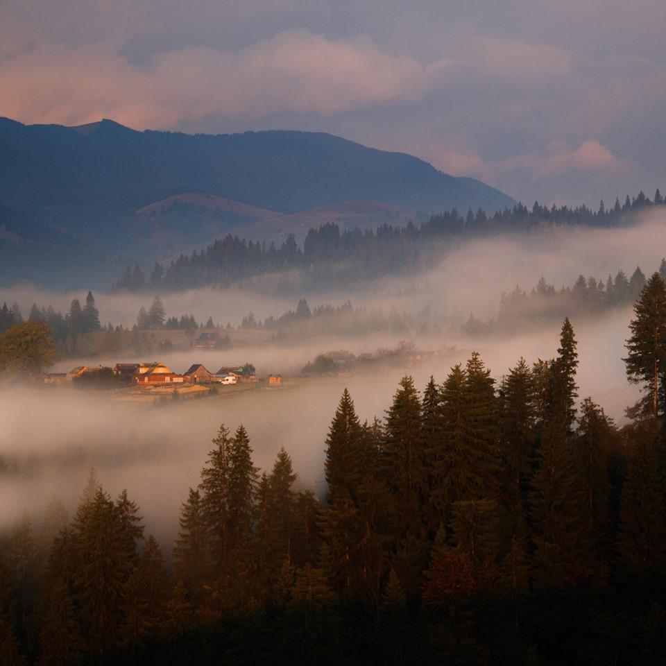 У мережі показали неймовірні фото осіннього ранку у Карпатах (ФОТО)