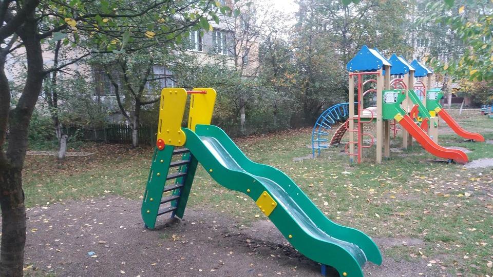 Сучасний дитячий майданчик облаштували на Довженка (ФОТО)
