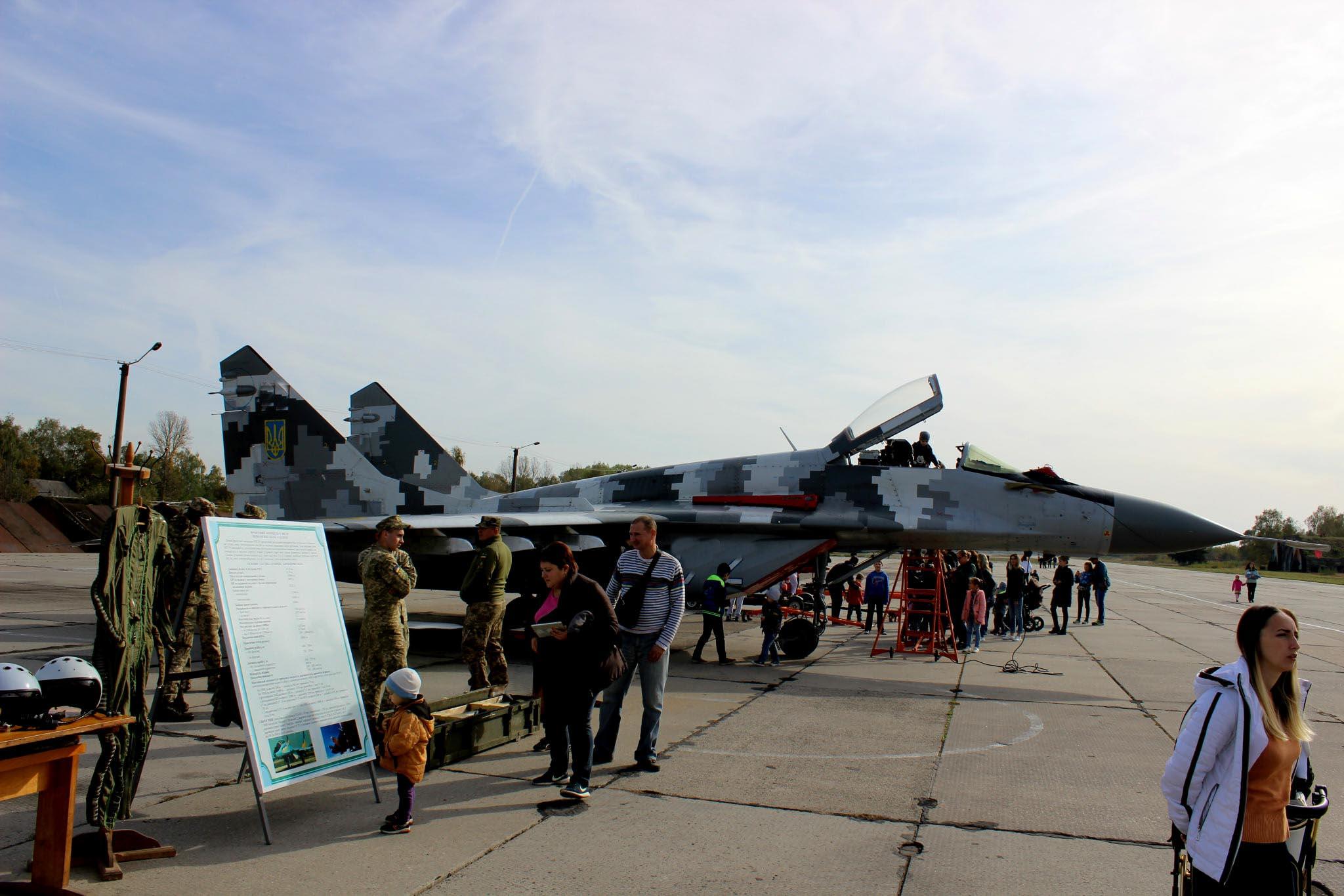 Івано-Франківські авіатори влаштували день відкритих дверей (ФОТО)