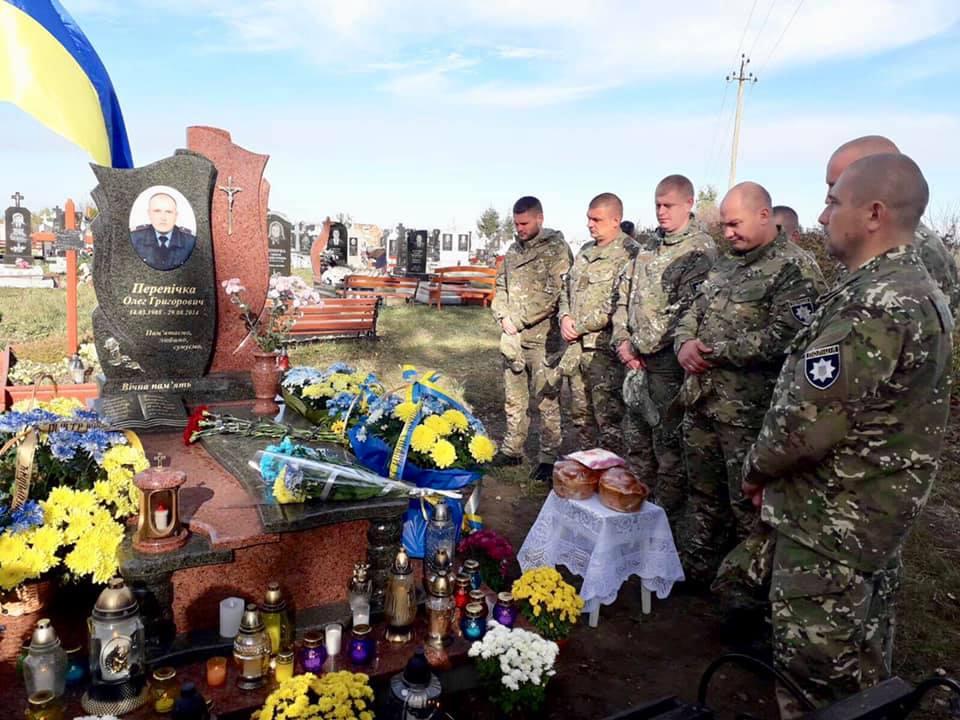 На Івано-Франківщині освятили надмогильний пам'ятник загиблому прикарпатському правоохоронцю (ФОТО)