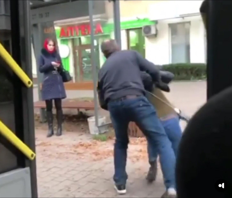 У Франківську водій виштовхав і вдарив пасажирку автобуса (ВІДЕО)