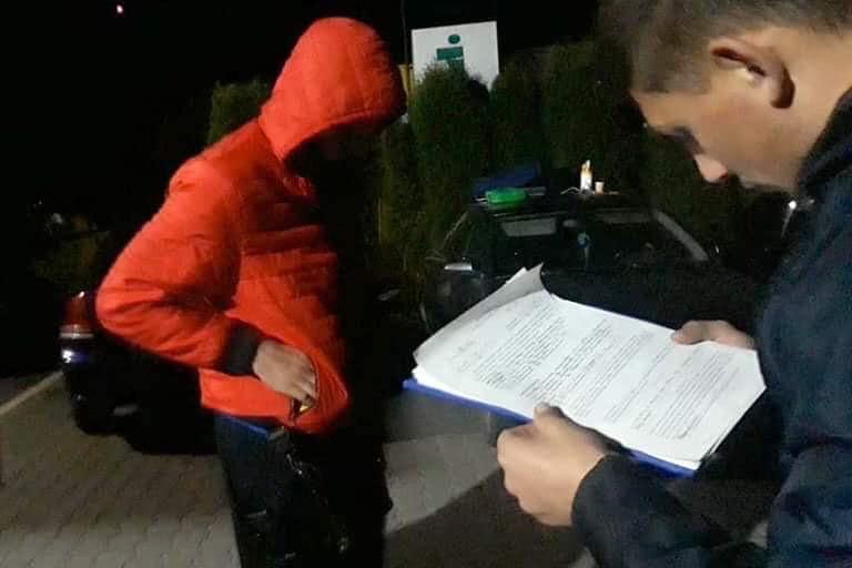 На Прикарпатті чоловік купив авто за фейкові євро і втік (ФОТО)