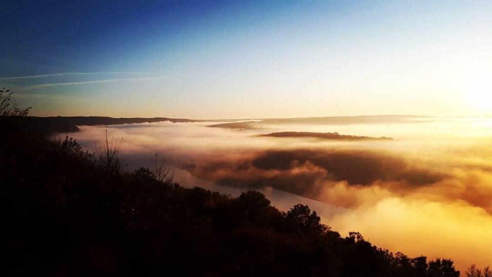 У мережі з'явилися фото і відео магічного осіннього світанку над Дністром (фото+відео)