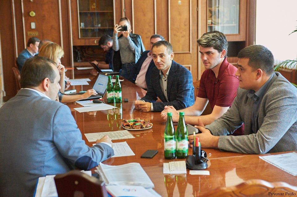 Американець волонтеритиме у регіональному відділенні Асоціації міст України (ФОТО)