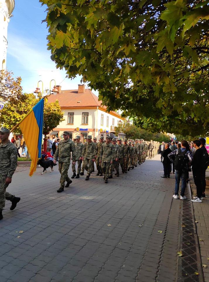 У Франківську урочистою ходою, панахидою та віче відзначили День захисника України (ФОТО)