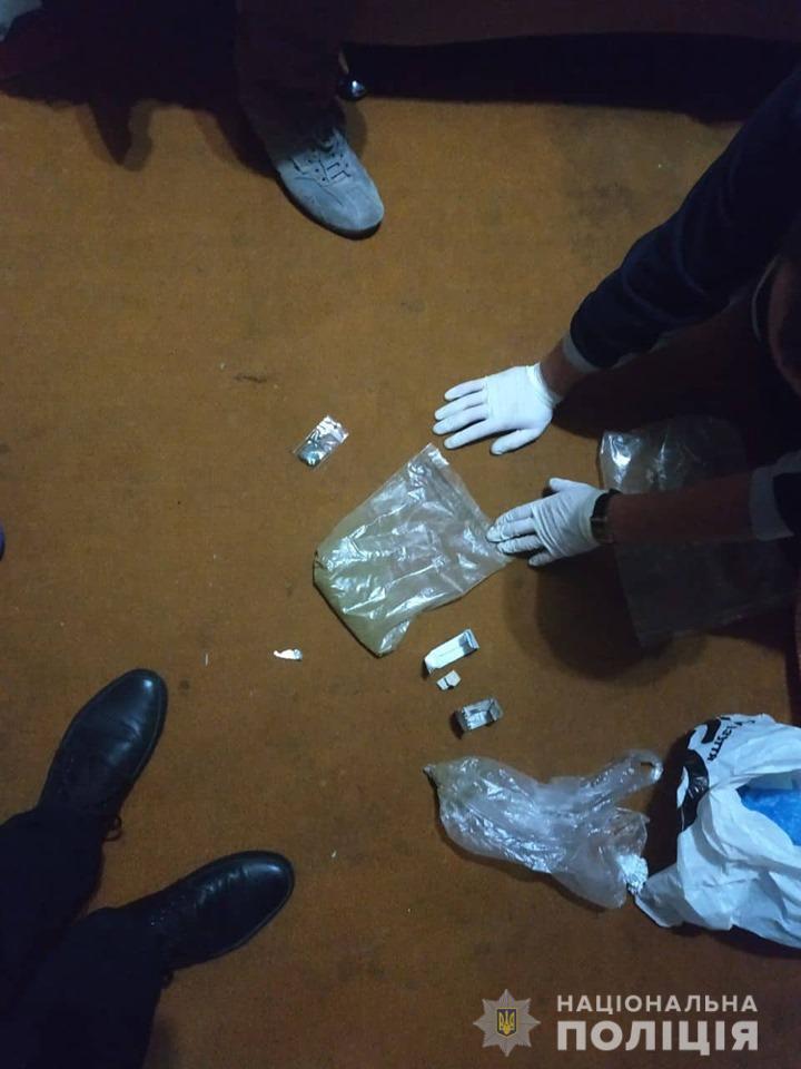 Детективи Івано-Франківщини затримали чоловіка за збут наркотичних і психотропних речовин  (ФОТО)