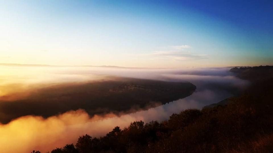У мережі з'явилися фото і відеомагічного світанку над Дністром