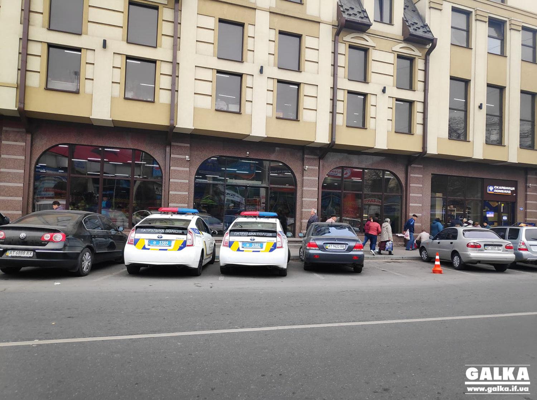 Адміністрація центрального ринку заявила про рейдерське захоплення, поліція чергує поблизу об'єкту (ФОТО)