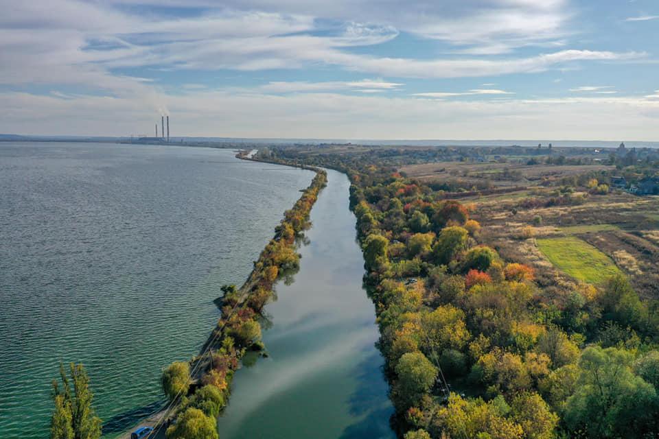 Як виглядає Бурштинське водосховище з висоти пташиного польоту (ФОТО)