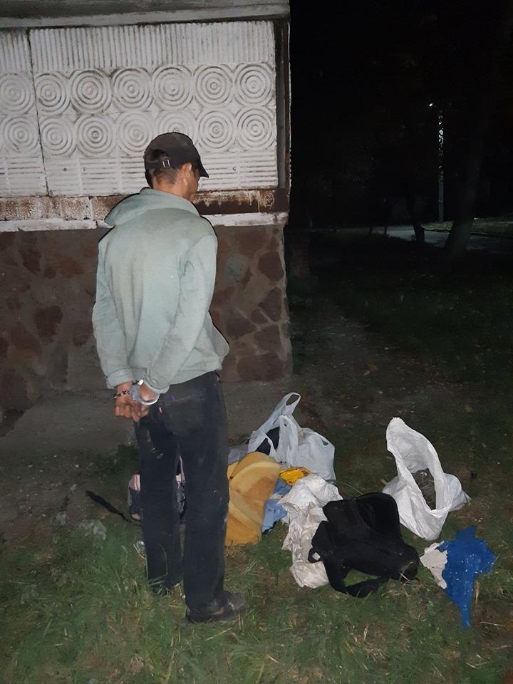 """У Калуші """"на гарячому"""" затримали крадія телефонного кабелю (ФОТО)"""