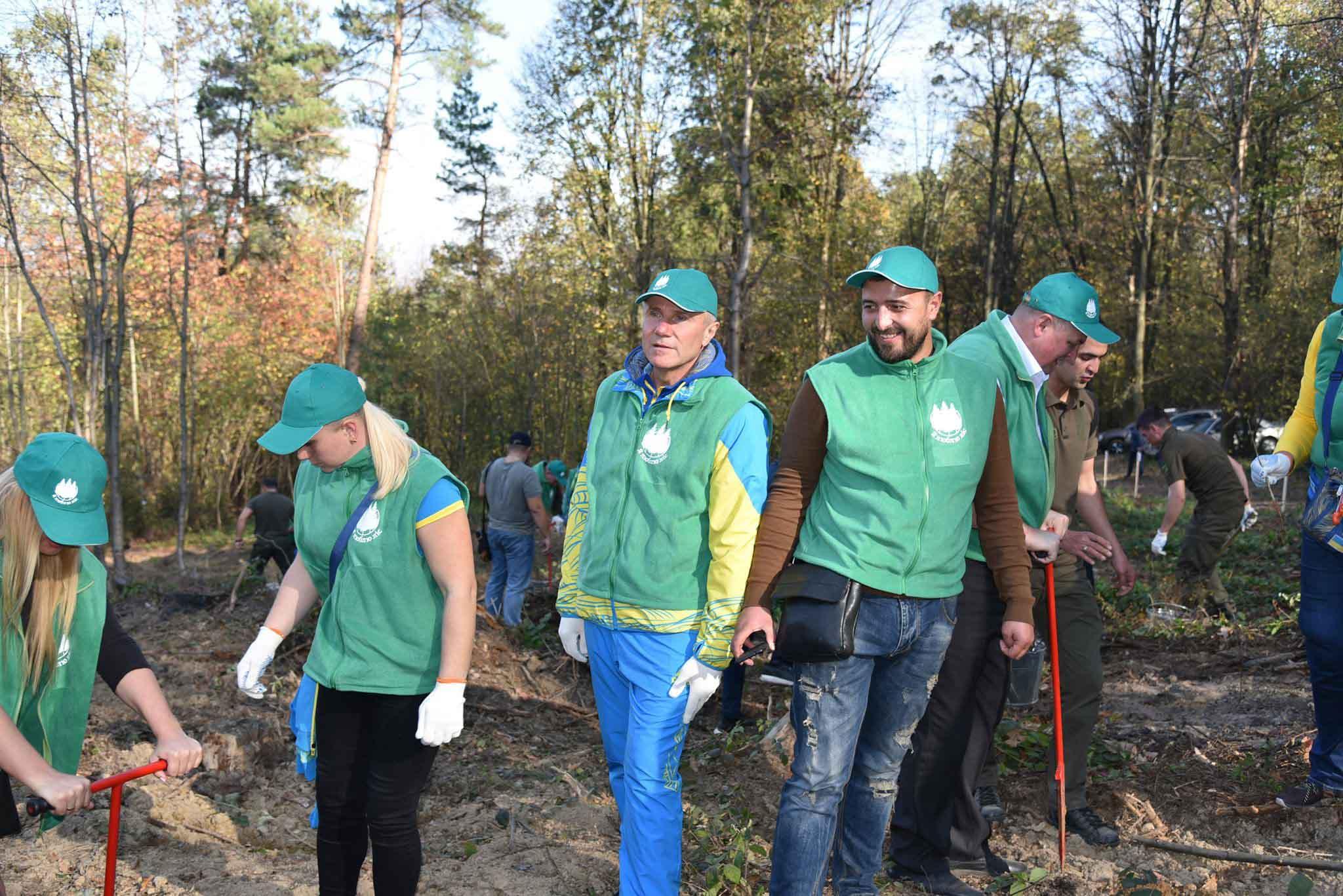 Сергій Бубка разом із олімпійцями висаджував ліс у Карпатах (ФОТО)