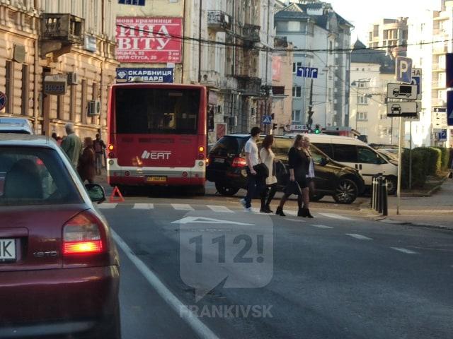 У ДТП на Січових Стрільців потрапив комунальний автобус