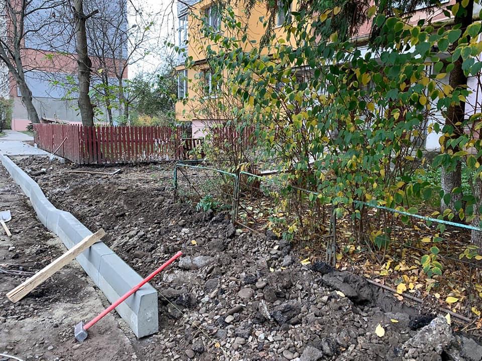 На вулиці Івана Павла ІІ розпочали ремонт у ще одному дворі (ФОТО)