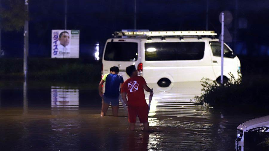 В Японії через проливні дощі та повені загинули щонайменше десятеро людей