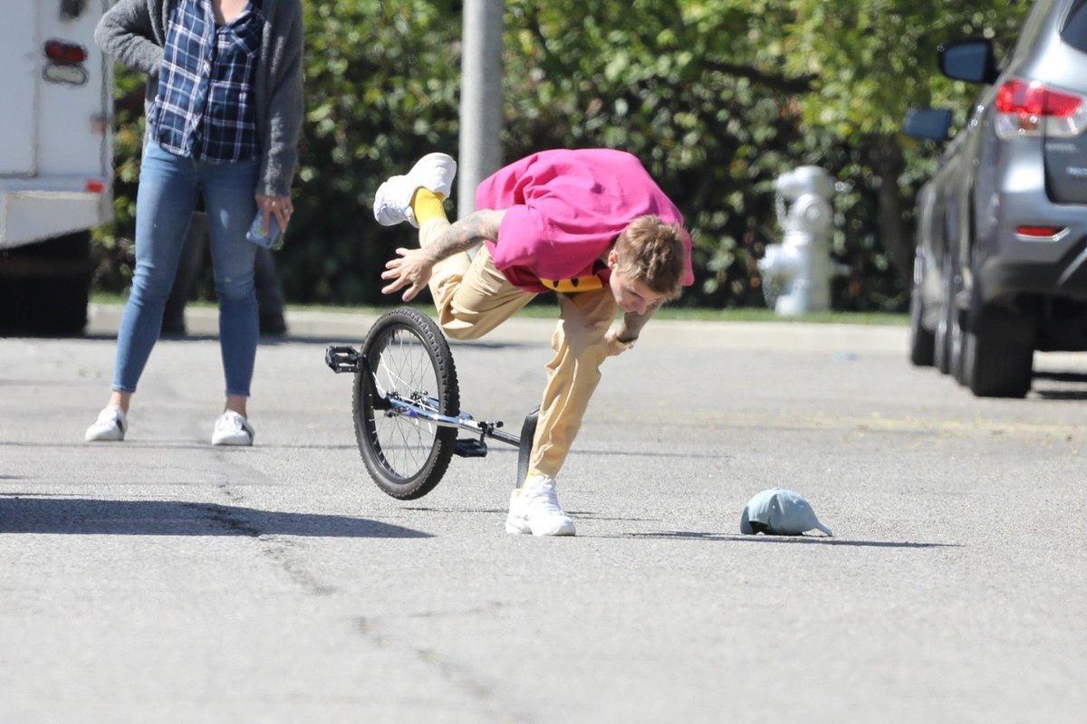 Джастін Бібер впав з моноцикла і став героєм десятків мемів (ФОТО)