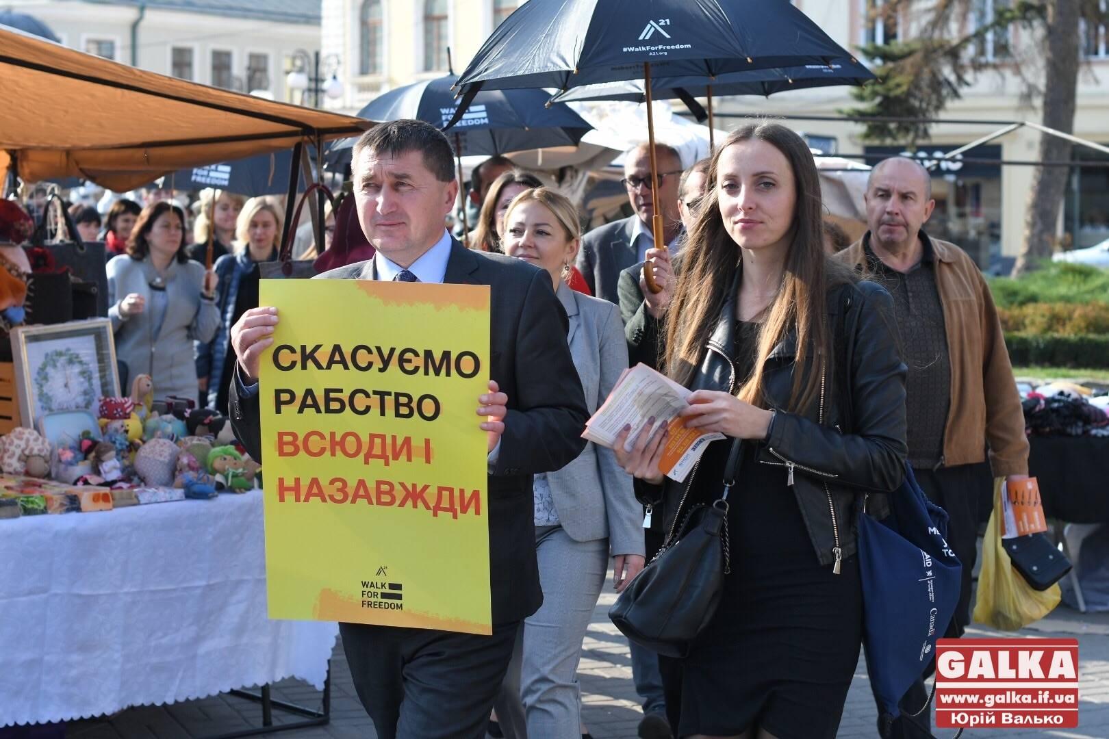 Вулицями Франківська пройшла мовчазна хода проти торгівлі людьми (ФОТО)