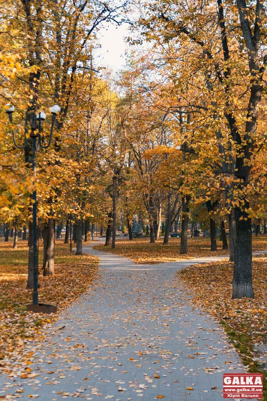 Осінній ранок в Івано-Франківську (ФОТОРЕПОРТАЖ)