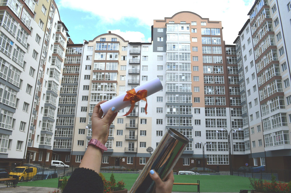 У Франківську в «Містечку центральному» заклали капсулу у фундамент нової сучасної школи (ФОТО)