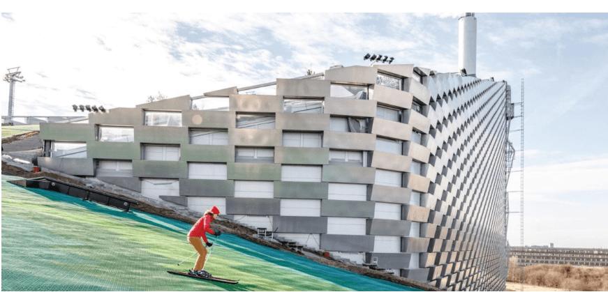 На даху сміттєспалювального заводу в Данії запустили гірськолижний курорт (ВІДЕО)