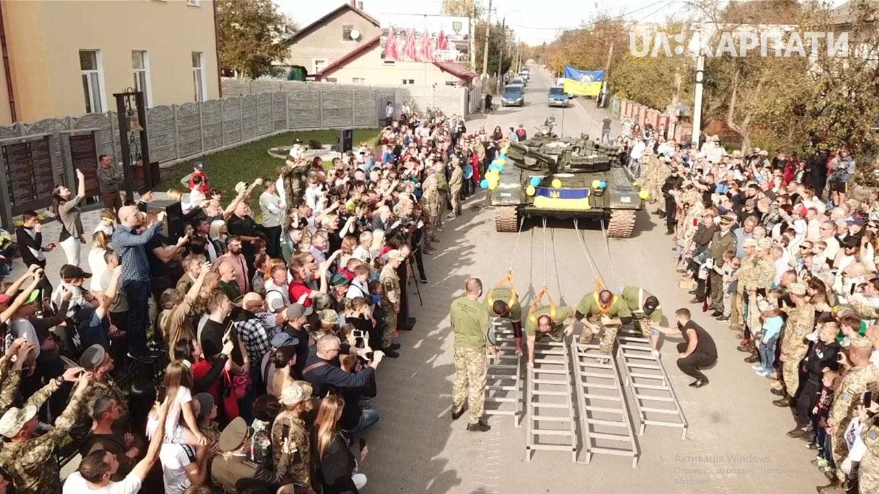 Рекорд України: четверо атлетів протягнули 41-тонний танк у Коломиї (ФОТО, ВІДЕО)