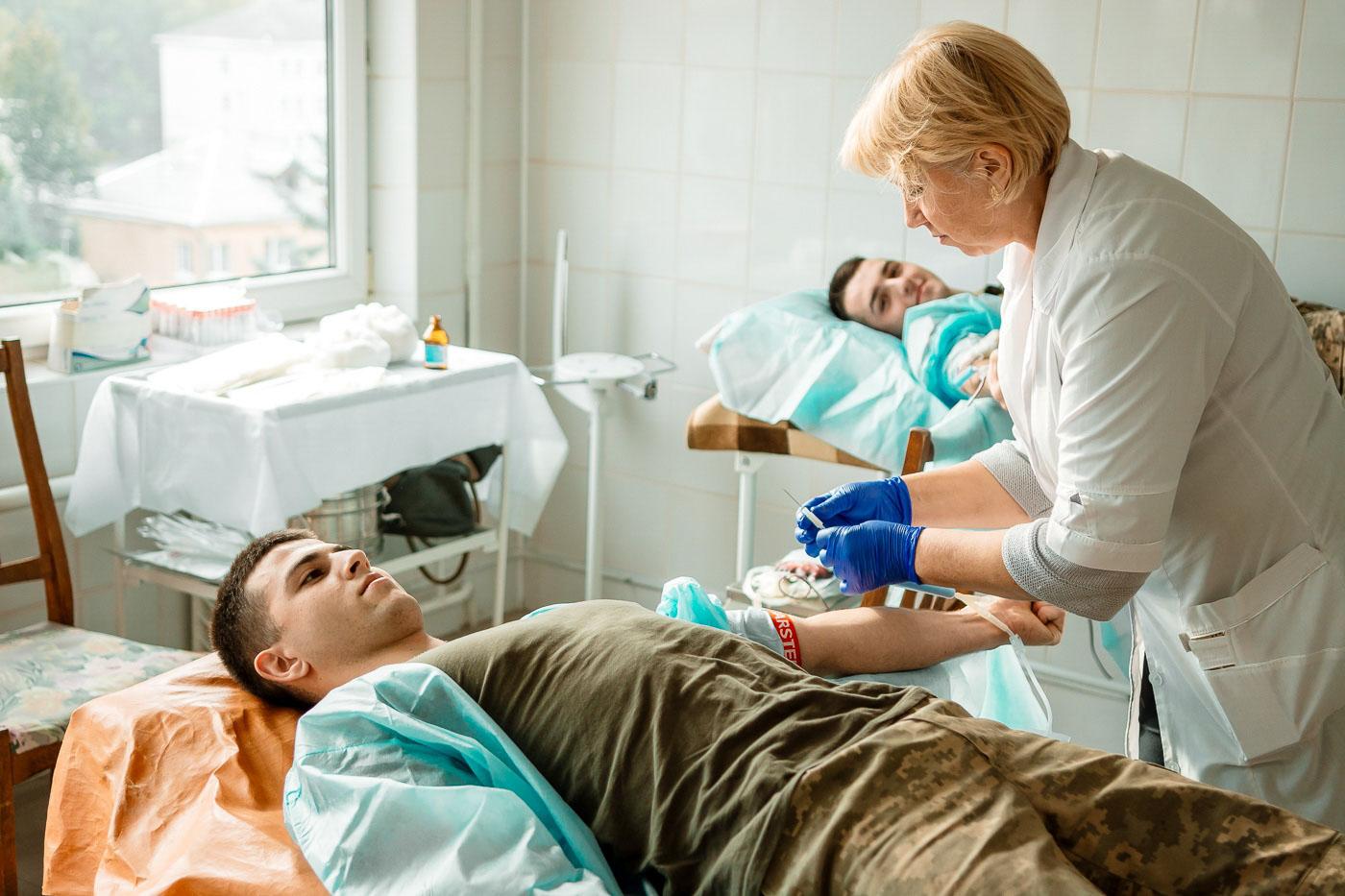 Аби врятувати життя: франківські студенти і викладачі поповнили банк крові (ФОТО)
