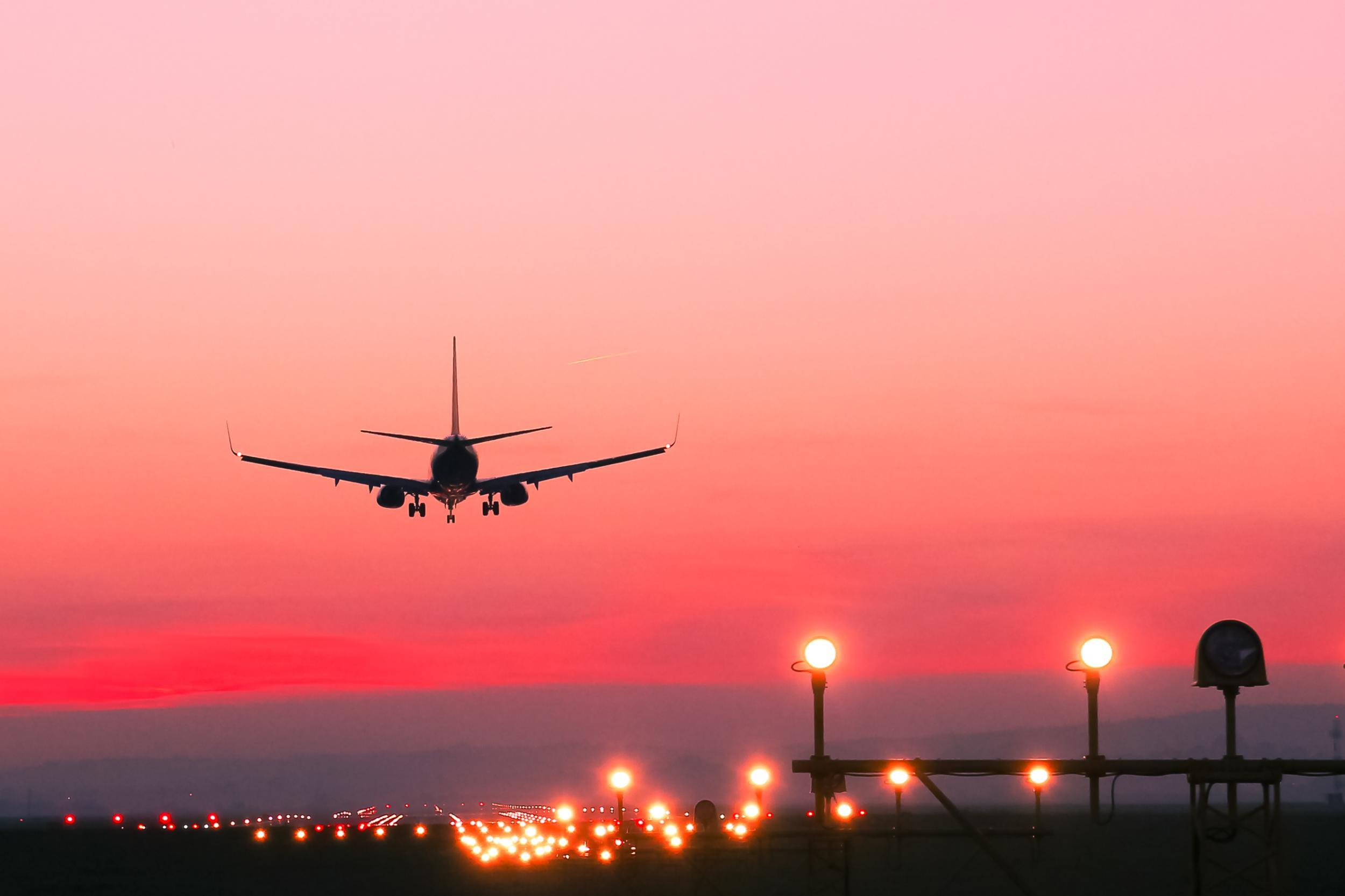 В Іспанії екстрено посадили літак через українця, який відмовився надягти маску