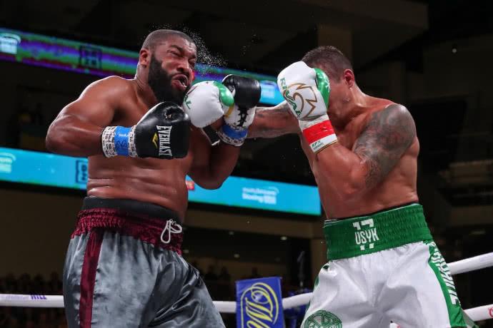Боксер Усик дебютував у супертяжах яскравою перемогою: як це було (ВІДЕО)