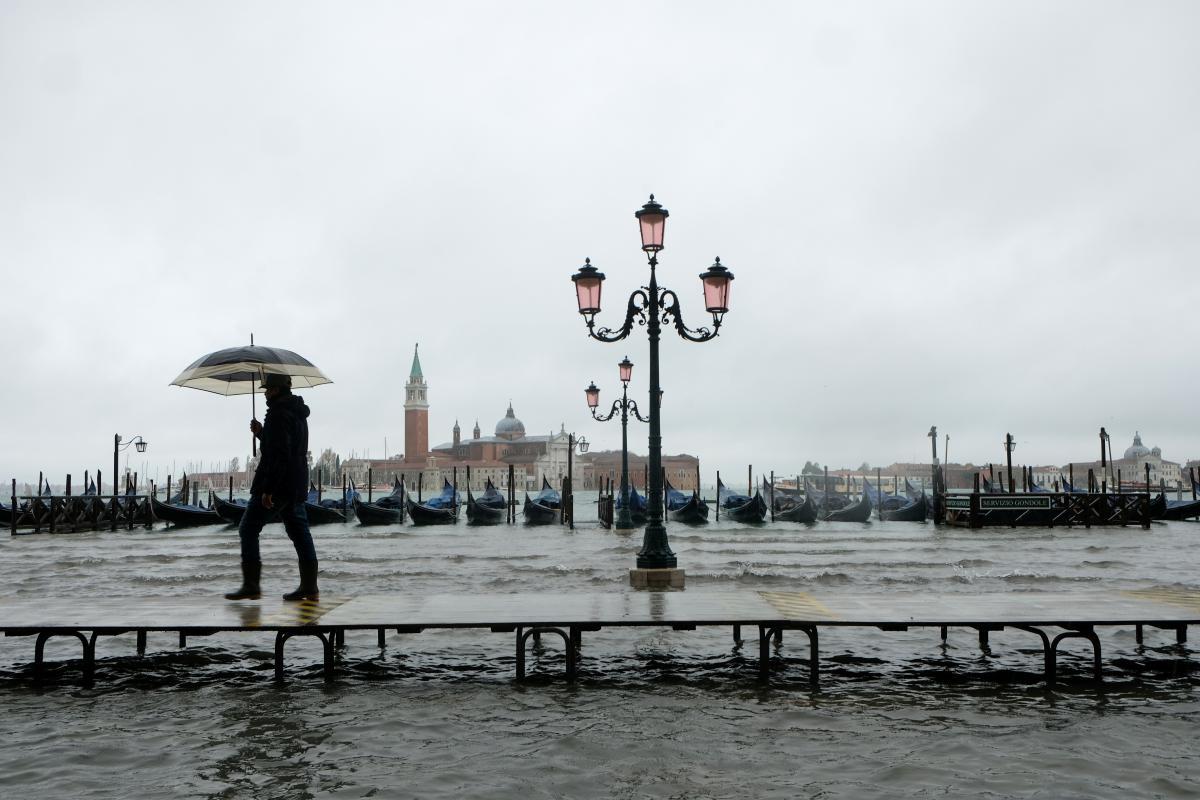 Найсильніша за останні 50 років повінь затопила Венецію (ФОТО, ВІДЕО)