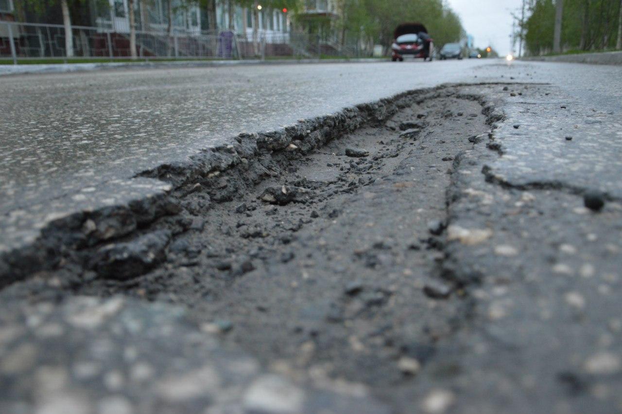 На Франківщині на дорогах держзначення триває боротьба із ямами (ФОТО)