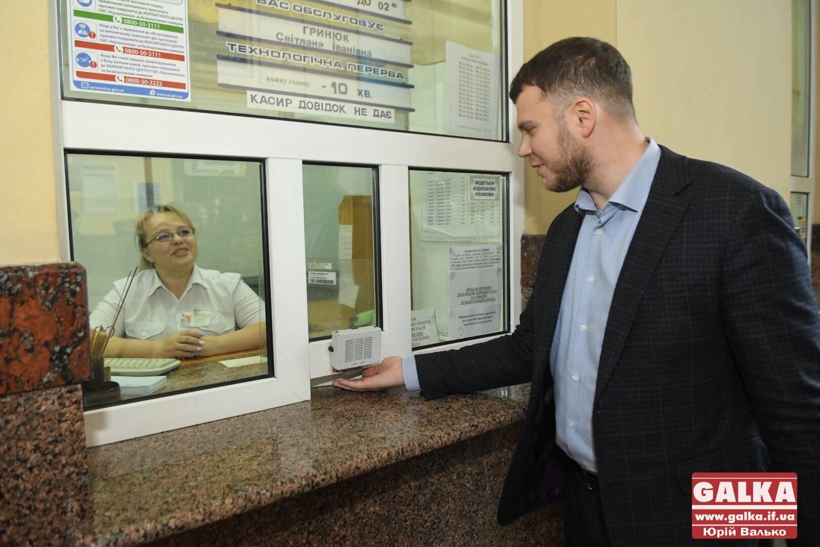 Ваш вокзал збитковий, а може приносити прибуток, – міністр інфраструктури у Франківську (ФОТО)