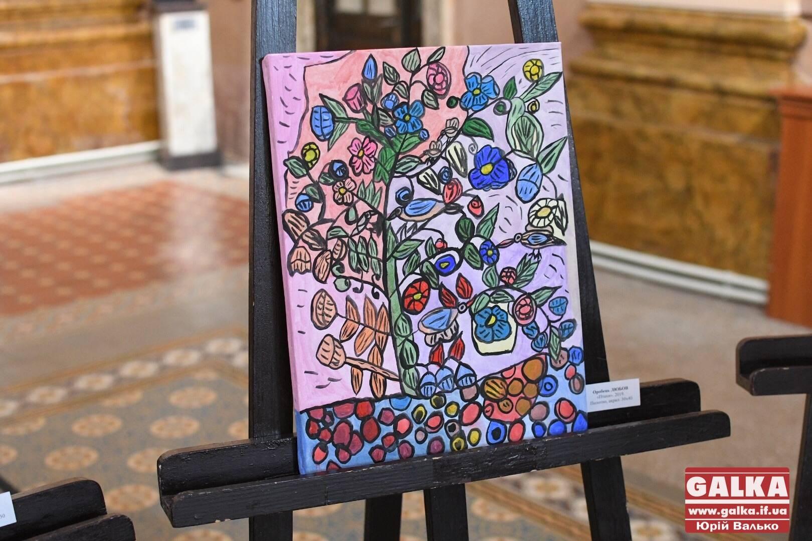 Дивовижні: виставку живопису молодих людей з інвалідністю відкрили в обласному центрі (ФОТО)