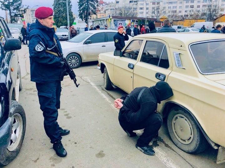 Поліція розповіла подробиці затримання квартирних злодіїв у Франківську (ФОТО, ВІДЕО)