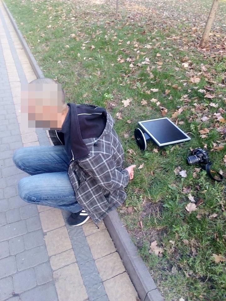Неподалік міського парку у чоловіка з-під носа вкрали фотоапарат (ФОТО)