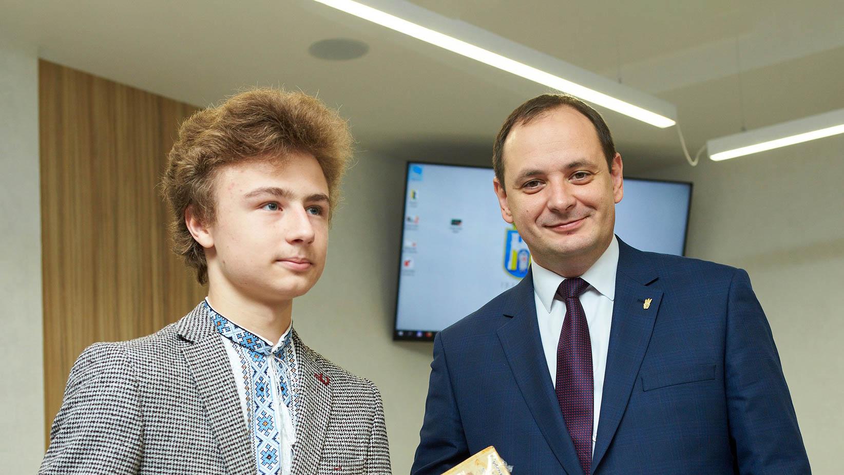 Мер Франківська вручив подяку місцевому вундеркінду (ФОТО)
