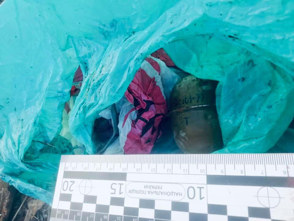 В Івано-Франківську поблизу гаражного кооперативу знайшли гранату і патрони (ФОТО)