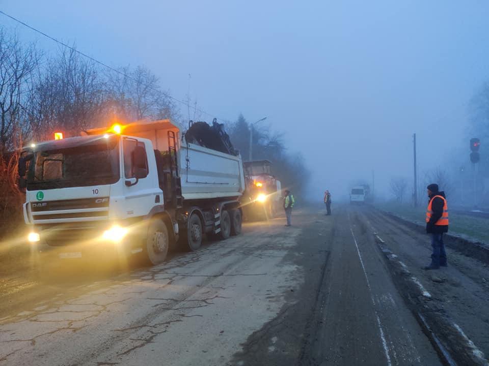 Занедбану об'їзну взялися ремонтувати в Яремче (ФОТО)
