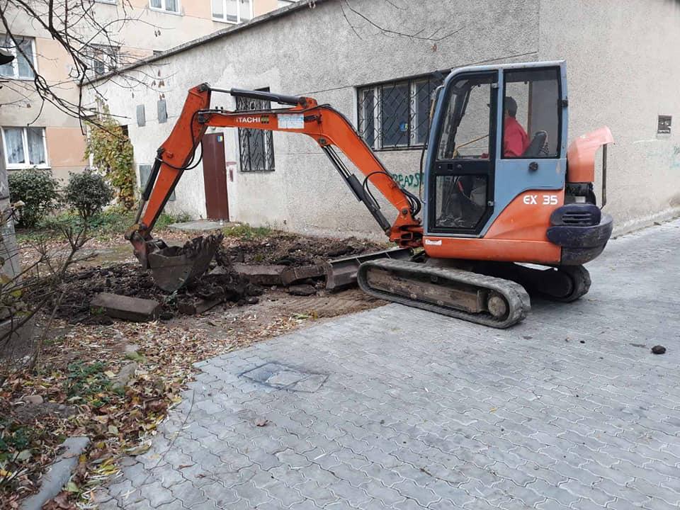 У Княгинині ремонтують двір – почали ще у 2017 році (ФОТО)
