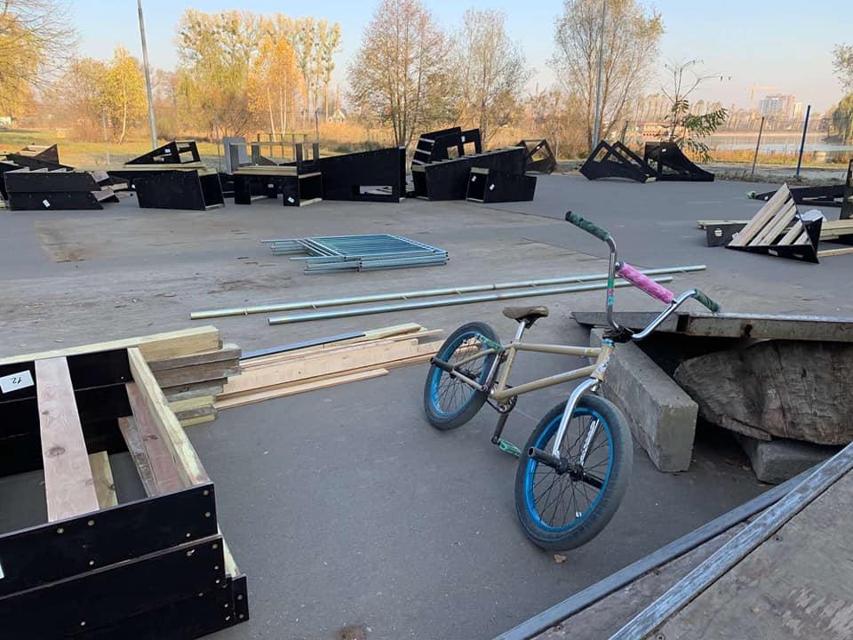 В Івано-Франківську оновлюють скейт-парк (ФОТО)