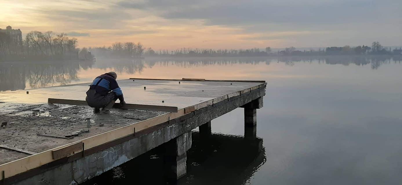 Місто знайшло ще три з половиною мільйони на бруківку і сходи на міському озері