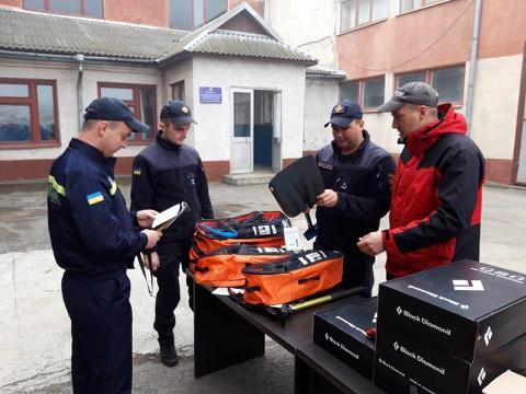 Надзвичайники Прикарпаття отримали обладнання для порятунку людей в горах (ФОТО)