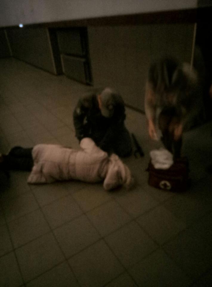 Муніципальні вартові на вокзалі врятували від смерті жінку (ФОТО)
