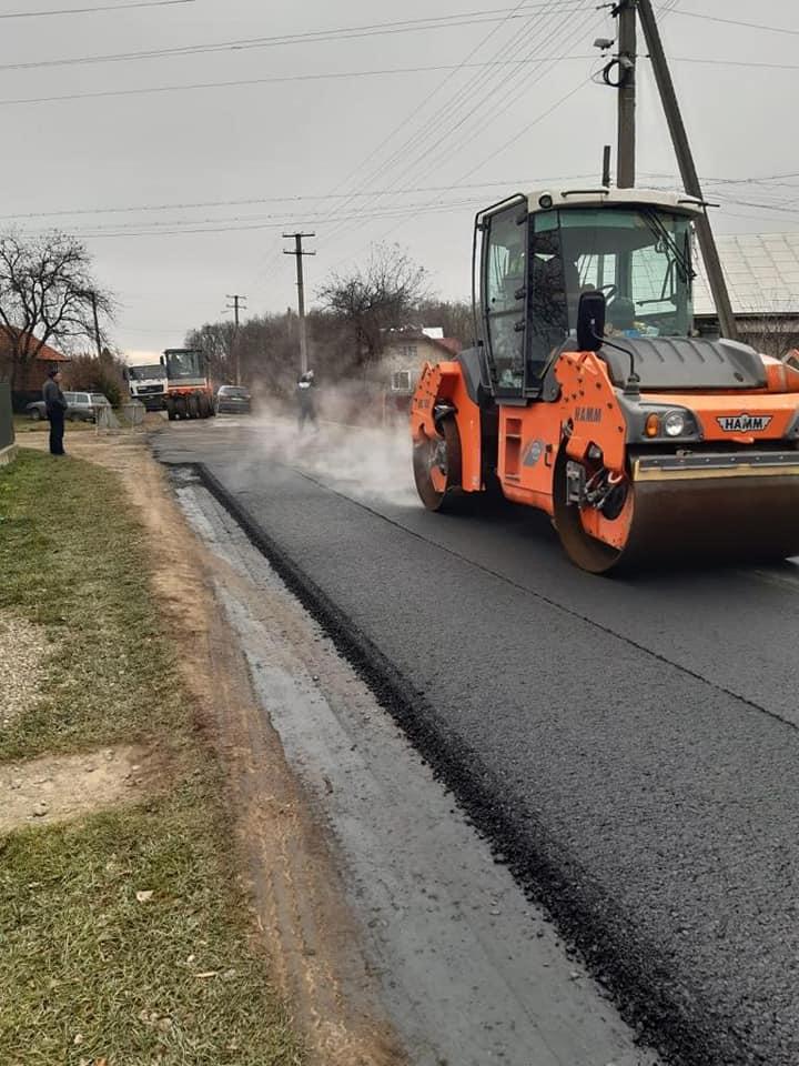 На Коломийщині ремонтують дорогу (ФОТО)