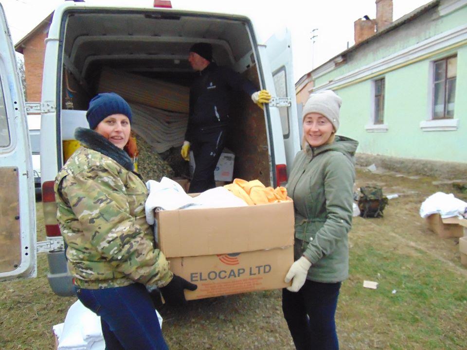 Два буси з продуктами відправили небайдужі прикарпатці бійцям (ФОТО)